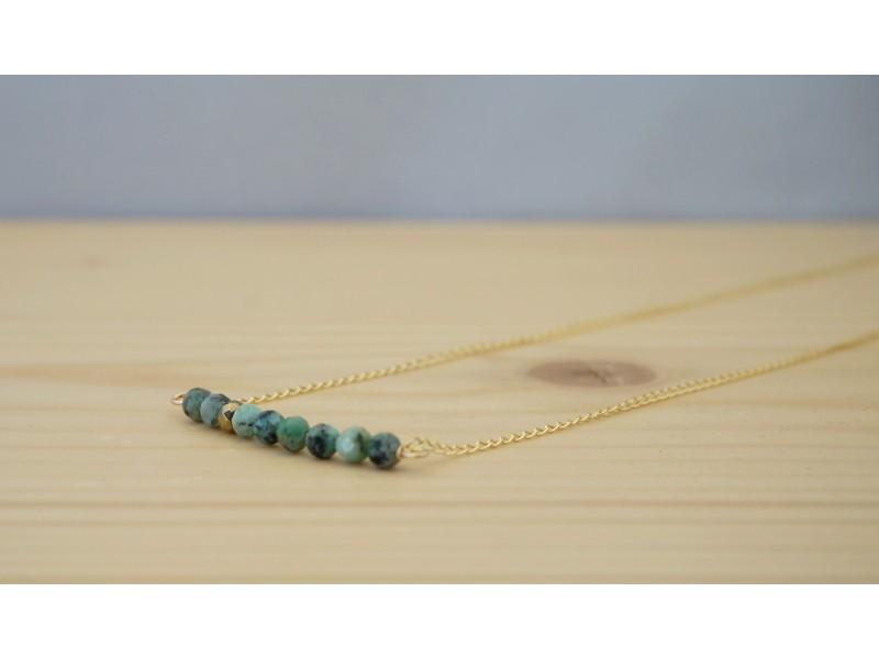 collier plaqué or, hématite et turquoise africaine