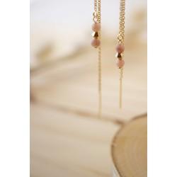 boucles d'oreilles longues , chainette et pierres naturelles , rhodonite et plaqué or, tons de pêche, rose et or