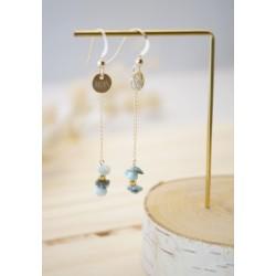 boucles d'oreilles pendantes en plaqué or et larimar, bleu ciel et or