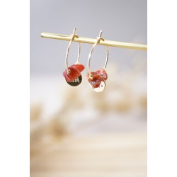 mini-créoles plaqué or et perles en coquillage du pacifique, corail et or