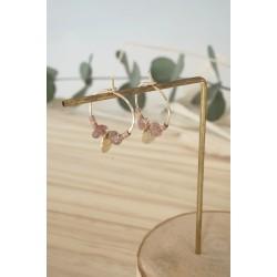 mini-créoles en plaqué or et chips de pierre naturelle quartz rose du brésil