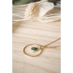 collier anneau martelé plaqué or, pierre naturelle, émeraude, vert, bijou femme